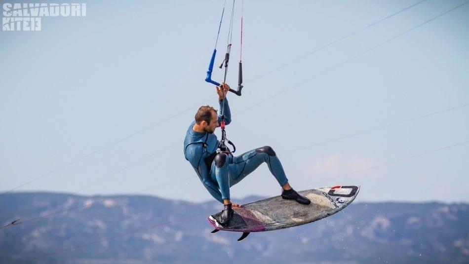 Grab de Julien kerneur avec son surf appletree lors des journées test Ozone kites france